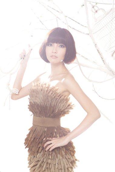 歌手郭美美波波头造型 新的发型越剪越漂亮