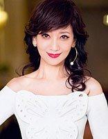 怎么卷头发显年轻时尚 赵雅芝中长卷发减龄发型打造