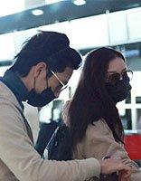 倪妮中分长发现身机场 甜蜜小女人的漂亮发型