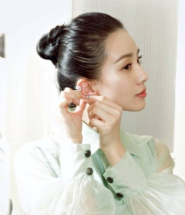 刘诗诗剪短发告别盘发形象 曾经她爱这样梳盘发