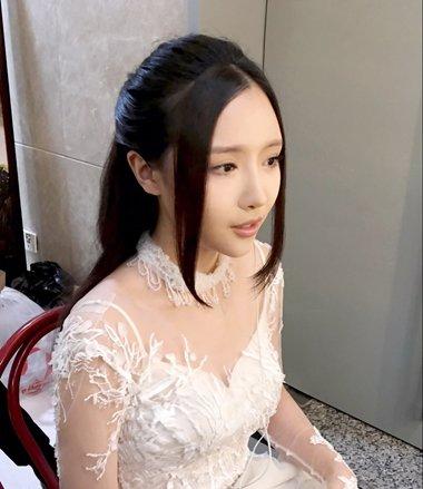 歌手刘美麟的游拍发型 中长发这样梳最气质