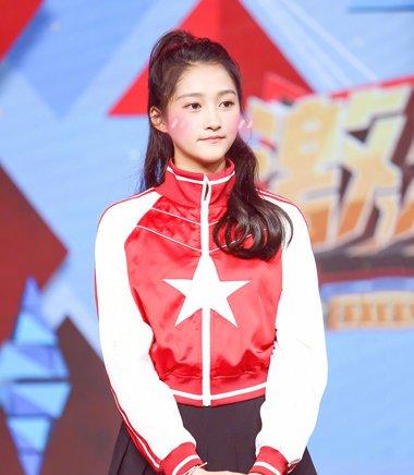 央视五四青年节展青春风尚 登台女星都是俏皮扎发
