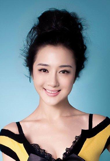 李依晓的影视剧中头发设计 出演不同年代的适合发型