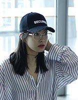宋茜戴眼镜中长发造型呈现 美出学识性的发型节奏
