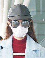 唐嫣亚麻黄长直发现场机场 新的发型演绎出总裁味道