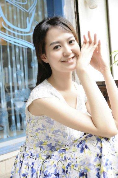 二次元刘海适合的马尾辫 时尚的女生梳发打造