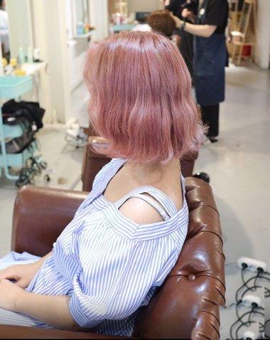韩式头发后面图片 学生中分蛋卷发型