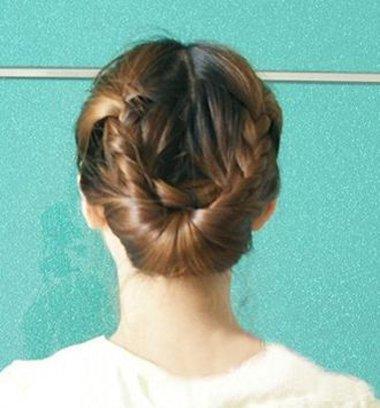 鸟巢头发的编法 鸟巢头的编扎法