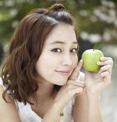 无刘海苹果头扎法 中长发苹果头教程