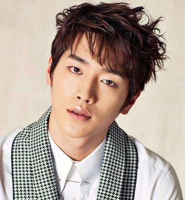 瓜子脸男生发型 韩国男瓜子脸适合的发型