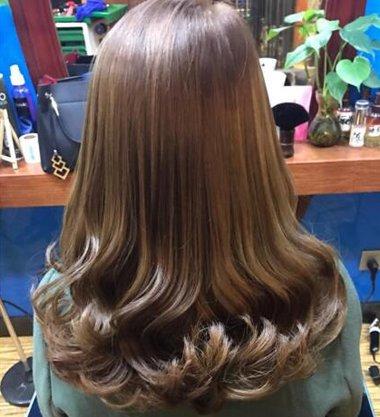 梨花烫一卷半发型图片 及肩梨花卷发图片