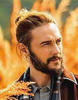 男士大圆脸适合什么发型 圆脸男士小辫子发型