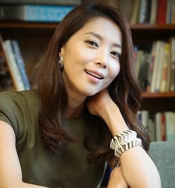 韩国中老年妇女发型 2018韩式中发发型图片