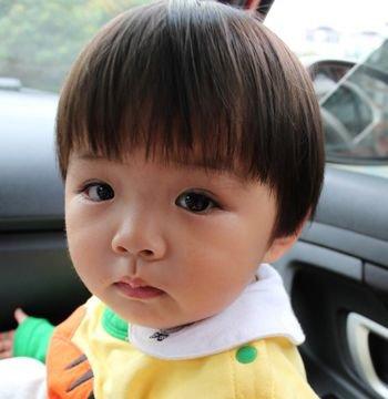 婴儿蘑菇头发型怎么剪 女童蘑菇头的剪法