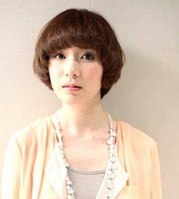 蘑菇头怎么烫2018世界杯体育投注平台 中年女士蘑菇头发型图片