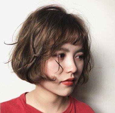 女生齐刘海lob头卷发发型 韩国女生lob头卷发发型图片