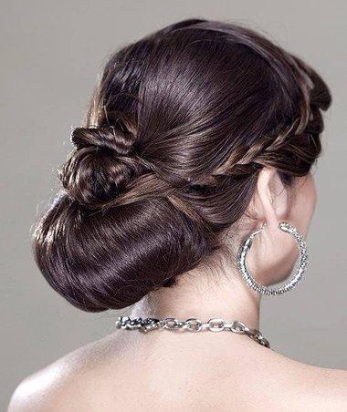 比较成熟的主持发型盘法有着晚礼一样的发型 成熟女人长发盘头发型图片也要自己能梳一款
