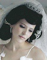羽毛白纱新娘造型 高贵典雅白纱新娘造型