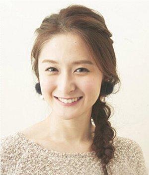 女生编简单的韩式辫子带图解 怎么编制漂亮辫子