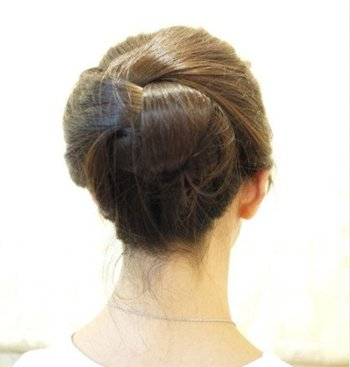 女生简单漂亮的盘发大全 中年女性盘头发大全的步骤