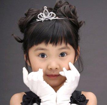 可以戴皇冠的头发怎么梳 小孩怎样扎头发配皇冠