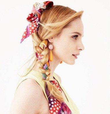 短丝巾绑头发的方式 用丝巾扎头发的方法
