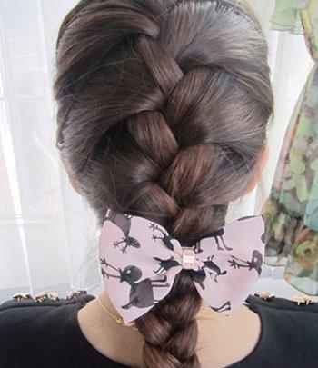 女生时尚蜈蚣辫发型 自编蜈蚣辫的简单步骤