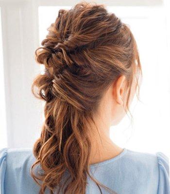 女生如何半扎半散头发 女生流行沙滩发型扎法图解