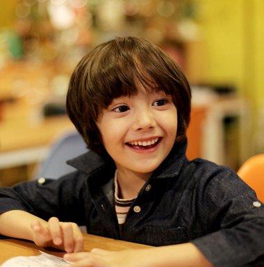 儿童剪蘑菇头发型图片 男童不对称蘑菇头发型