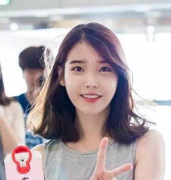 韩式女生锁骨烫发发型 女生韩式锁骨卷发发型图片