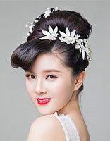 显年轻的新娘盘发图 显年轻的盘发图片