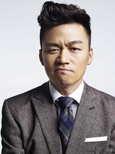 方脸男生无刘海烫发示范 商务男士适合的卷烫造型