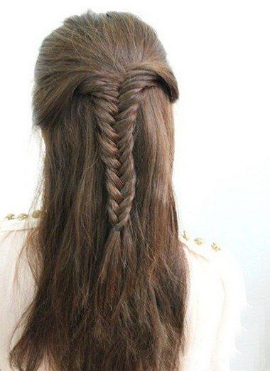 无刘海鱼尾辫编扎发示范 长直发女生梳理出韩式辫子