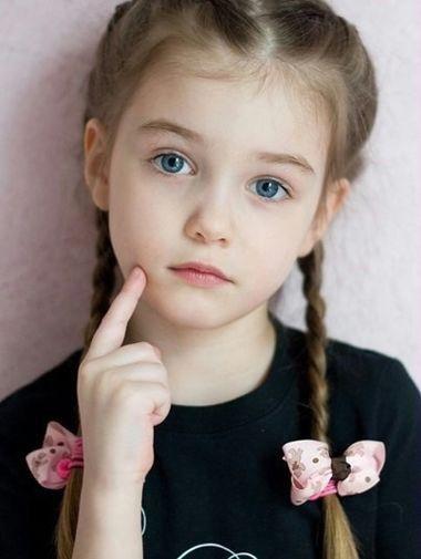 小学生萌系发型有哪些款 适合校园中女孩扎发造型
