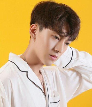 韩国男生梳发都要用到它 论刘海对韩国男生的重要性