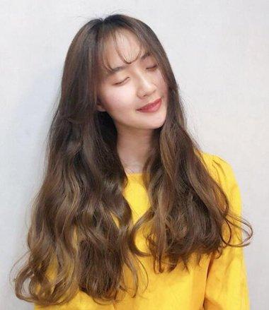 待你长发及腰烫个卷发可好 六款最适合长发女生的卷发造型