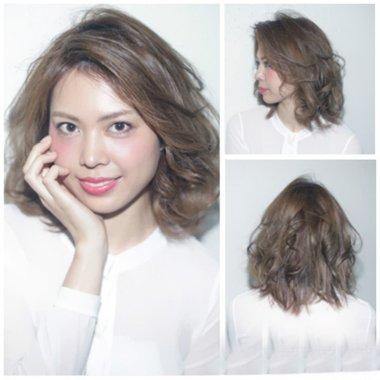 倒三角脸型女生烫荷叶头 短卷发搭配夏天艳丽发色