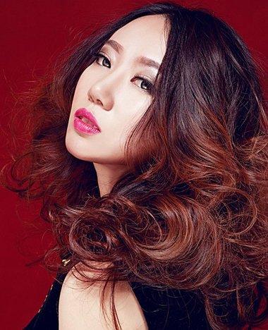 适合中分发型的脸型有哪些 中分大卷发烫出修颜范儿