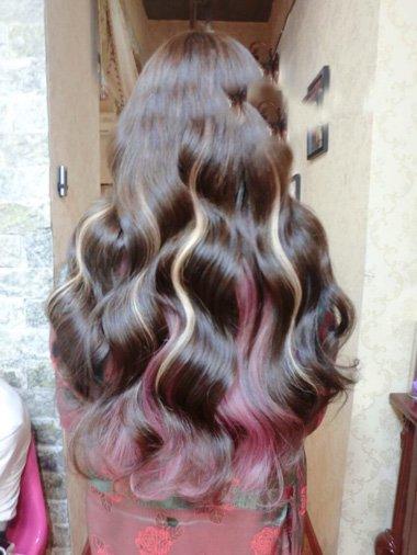 波浪大卷头发适合挑染色吗 背面女生烫卷头发设计