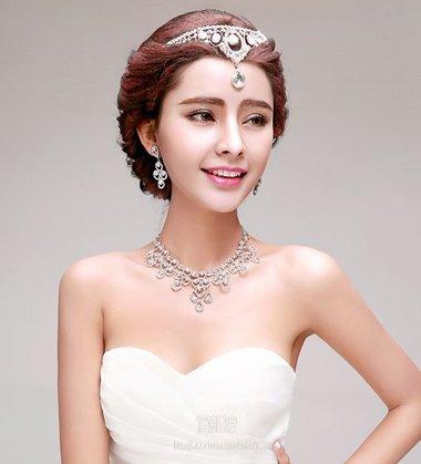 不止新娘爱用额饰配发型 现代女孩扎发让额饰能走上街