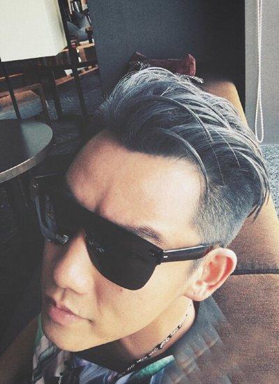 胖男生烫卷头发+颜色有几种类型 烟雾灰头发适合皮肤白人吗