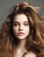 头发枯燥干是什么问题造成 如何梳理头发才能体现时尚