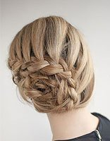 女生如何编玫瑰辫加颜色造型 拍背面照发型需要注意什么