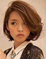 女生侧烫无刘海怎么来打理 额头窄脸小女生卷发造型