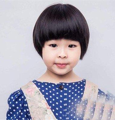 率真乖巧小女孩剪西瓜头造型 解暑防晒的夏季女童短头发