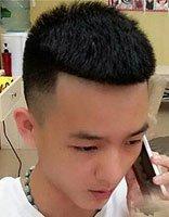 2018年快手帅男潮流的瓜子头型 硬直头发适合的两边剃发型
