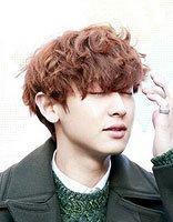 高颜值男生必知道的卷发款式类型 韩式烫发代表着时代性的发型设