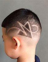 男生虽小也爱酷酷板寸头 儿童剪刻痕板寸发型图片详解