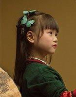 最具童趣的小青梅扎发点题中国风 仿古风服装+简约扎发上演枝头翘
