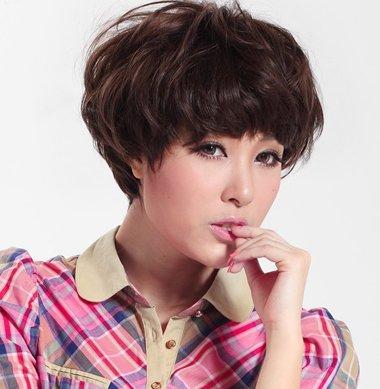 小女生时尚定位烫发留刘海造型 棕色头发帮你解决俗气韵味